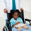 Doctor helping a sick child — Stock Photo
