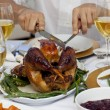 Foto Stock: Close-up of a man cutting a turkey for Christmas dinner