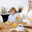 Kid having breakfast with his mother — Stock Photo