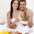 Couple having healthy breakfast in bed — Stock Photo