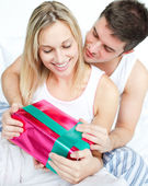 Boyfriend giving a gift to her girlfriend — Stock Photo