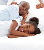 Любящая семья весело — Стоковое фото