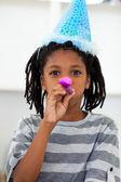 Portret van een kleine jongen op een verjaardagsfeestje — Stockfoto