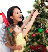 Mother and daughter decorating a Christmas tree — Stockfoto
