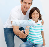 Father and his son holding a paintbrush — Stock Photo