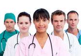 Ritratto di una squadra medica varia — Foto Stock