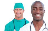 Porträtt av attraktiva manliga läkare — Stockfoto