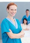 Portret van een vrouwelijke arts glimlachen — Stockfoto