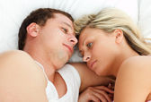 Intimate couple relaxing in bed — Stock fotografie