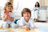 Jolly siblings eating chips and drawing — Stock Photo