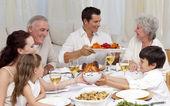 Com um grande jantar em casa de família — Foto Stock