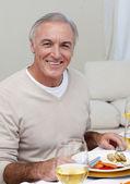 Turchia senior uomo mangiare a cena di natale — Foto Stock