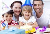 Glücklich Daughtrer an ihrem Geburtstag Tag — Stockfoto