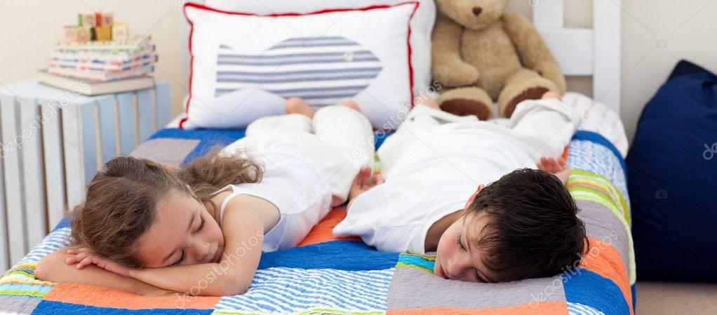 фильмы онлайн брат трахнул спящую сестру