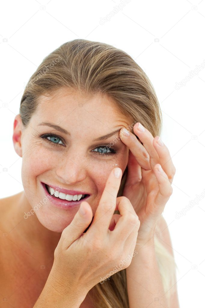 Smiling woman putting a contact lens isolated on a white background — Stock Photo #10297476