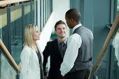 Equipe de negócios, discutindo no local de trabalho — Foto Stock