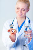 Doctor holding pills out — Stock Photo