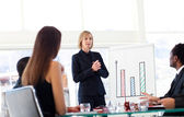 Businesswoman speaking to her team — Foto Stock