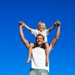 Father giving his son a piggyback ride — Stock Photo