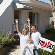 A family buying a house — Stock Photo #10310603