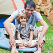 Father and son playing in a tent - Stockfoto