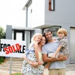 Family buying a house — Stok fotoğraf