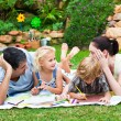 Happy family drawing in a park - Stockfoto