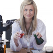 Woman scientist conducting experiment — Stock Photo
