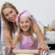 Mother and daughter baking Christmas cookies in the kitchen — Stock Photo