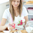 Portrait of a confident woman preparing a cake in the kitchen — Stock Photo