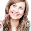 Foto Stock: Delighted womholding lollipop