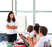 Brunette businesswoman interacting with her colleagues in a pres — Stock Photo