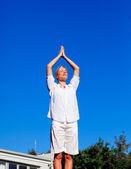 Young woman practising yoga — Стоковое фото