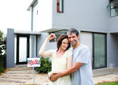 Happy couple after buying house — Stock fotografie