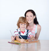 Mother helping her son to draw — Stock Photo