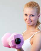 Close-up of a friendly woman trained with weights focus on woman — Stock Photo