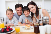 Family having healthy breakfast together — Stock Photo