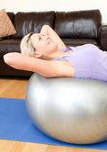Mujer calma haciendo ejercicio — Foto de Stock