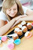 Caucasian woman preparing cakes in the kitchen — Stock Photo