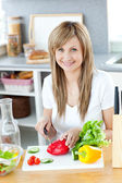 Teen woman preparing a salad in the kitchen — Stock Photo
