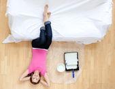 Mujer encantada de tener un descanso — Foto de Stock
