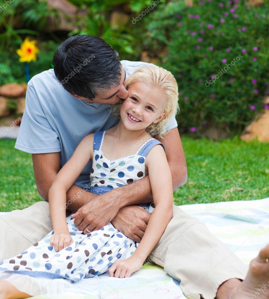 Papa baise sa fille