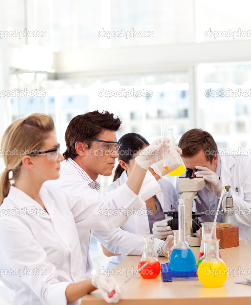 Students learning science in a laboratory — Stock Photo #10314759