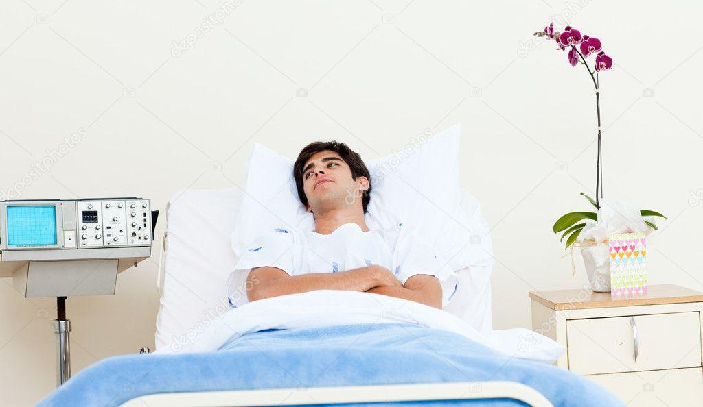 homme patient allong sur un lit dh pital photographie wavebreakmedia 10317215. Black Bedroom Furniture Sets. Home Design Ideas