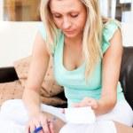 白种女人在做会计 — 图库照片