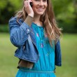 young smiling and relaxed girl talking on the phone while standi — Stock Photo