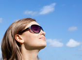 Young woman is wearing glasses outdoor — Stock Photo