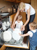 Family besides open dishwasher — Stock Photo