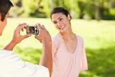 Man takes a photo of his smilng friend — Stock Photo