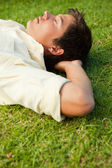 Side view of a man lying with his eyes closed and his head resti — Foto Stock